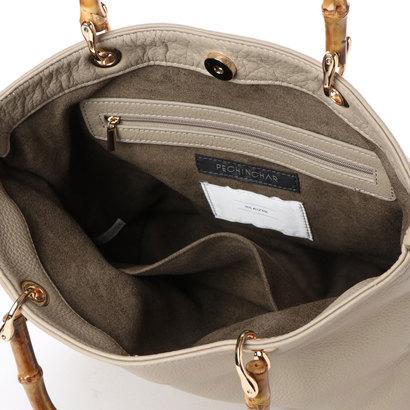 4bbed2333748 バンブーハンドルのトートバッグ。柔らかい質感のレザーが持った際に馴染みやすく、デイリーユースにもオススメです。ショルダーベルトは同素材とラインテープの2種類  ...