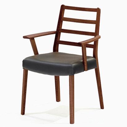 IDC OTSUKA/大塚家具 椅子 シネマ(肘付) Aタイプ ウォールナット材/WN2色 PVCブラック (ウォールナット)【返品不可商品】