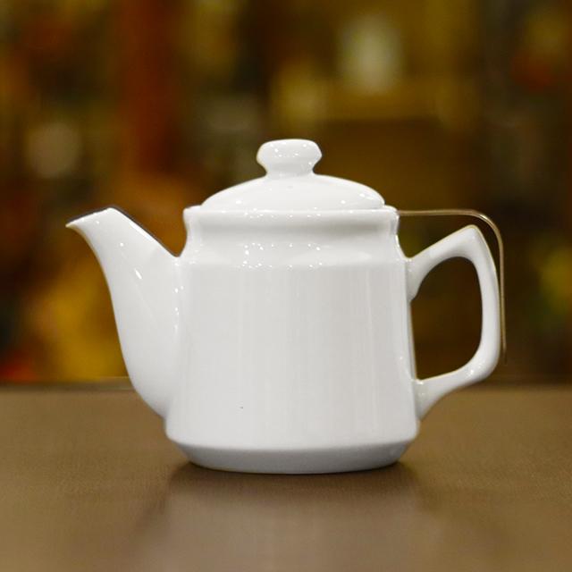 業務用にもおすすめ 上等 深型茶漉し付き 特許取得のおしゃれなティーポット 永遠の定番モデル 茶こし付き ティーポット 陶器製 シンプル 日本製 無地 600ml 白