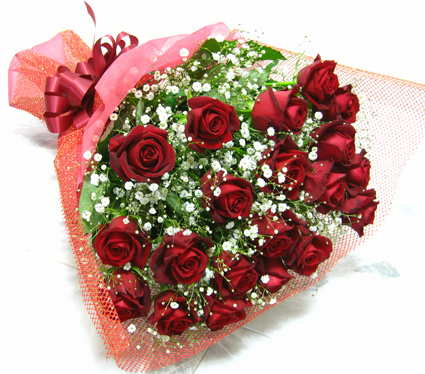 20 Red Roses And Gypsophila To Bouquets Flowers Birthday Celebration Memorial Day Flower Rose