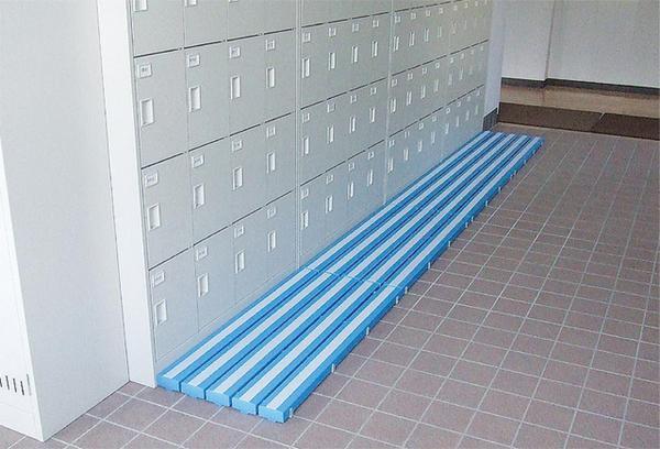 すのこ 400×1810mm 簀の子 簀子 業務用 スノコ プラスチック製 日本製 抗菌 防カビ 防炎 玄関 プール 学校 ロッカールーム 更衣室 シャワー室 MR-098-415