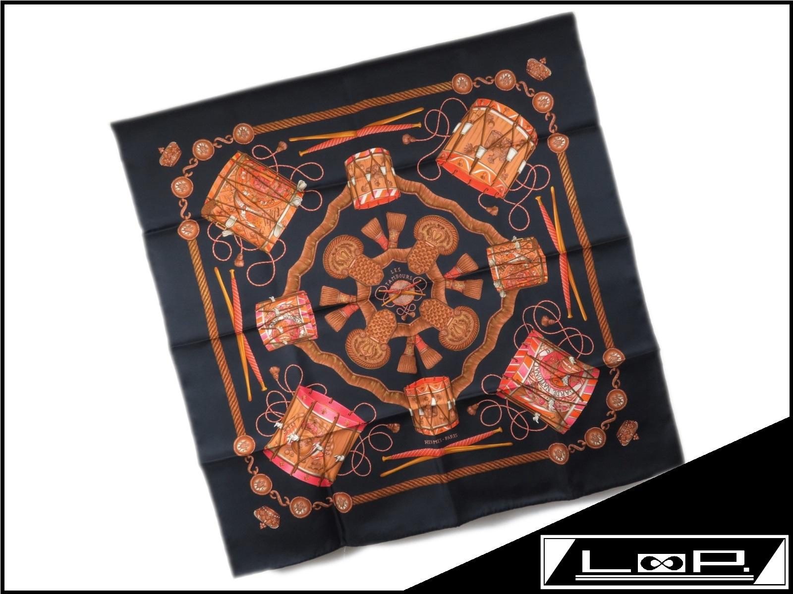 【新同】 HERMES エルメス カレ 90 LES TAMBOURS タンブールの太鼓 スカーフ シルク ブラック クロ 黒 【A23091】 【中古】