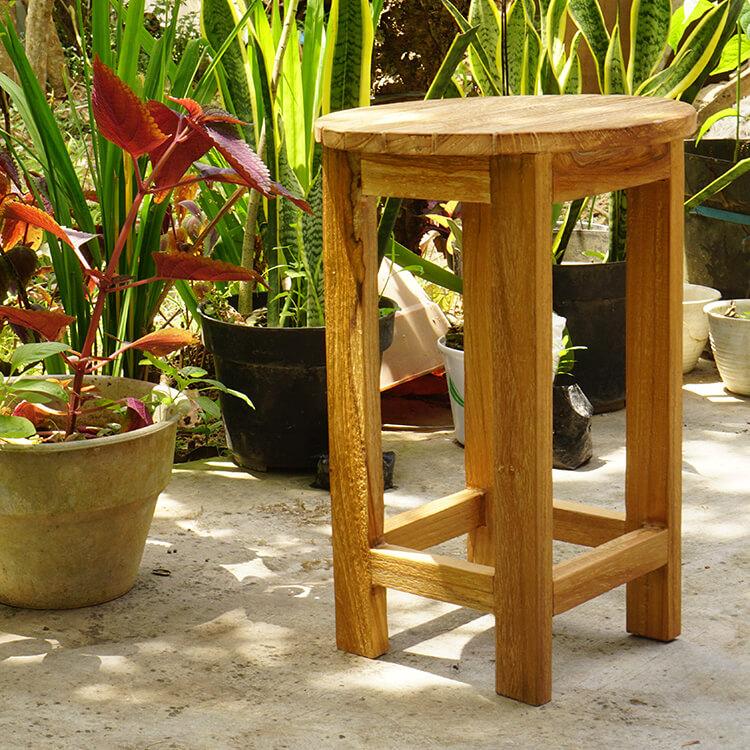 チークの原木で作られたチェア アジアン家具 ブラウン チェア バリ家具 チーク材 リゾート モダン 丸椅子 インテリア 天然木 木製 おしゃれ スツール ループ 53904