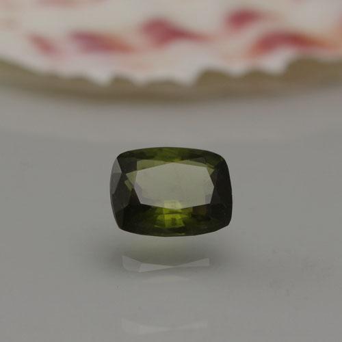 エカナイト0.77ct Bm-1552R 超レア 稀少石 ルース 裸石 天然石 透明石 ファセットカット ボトルグリーン