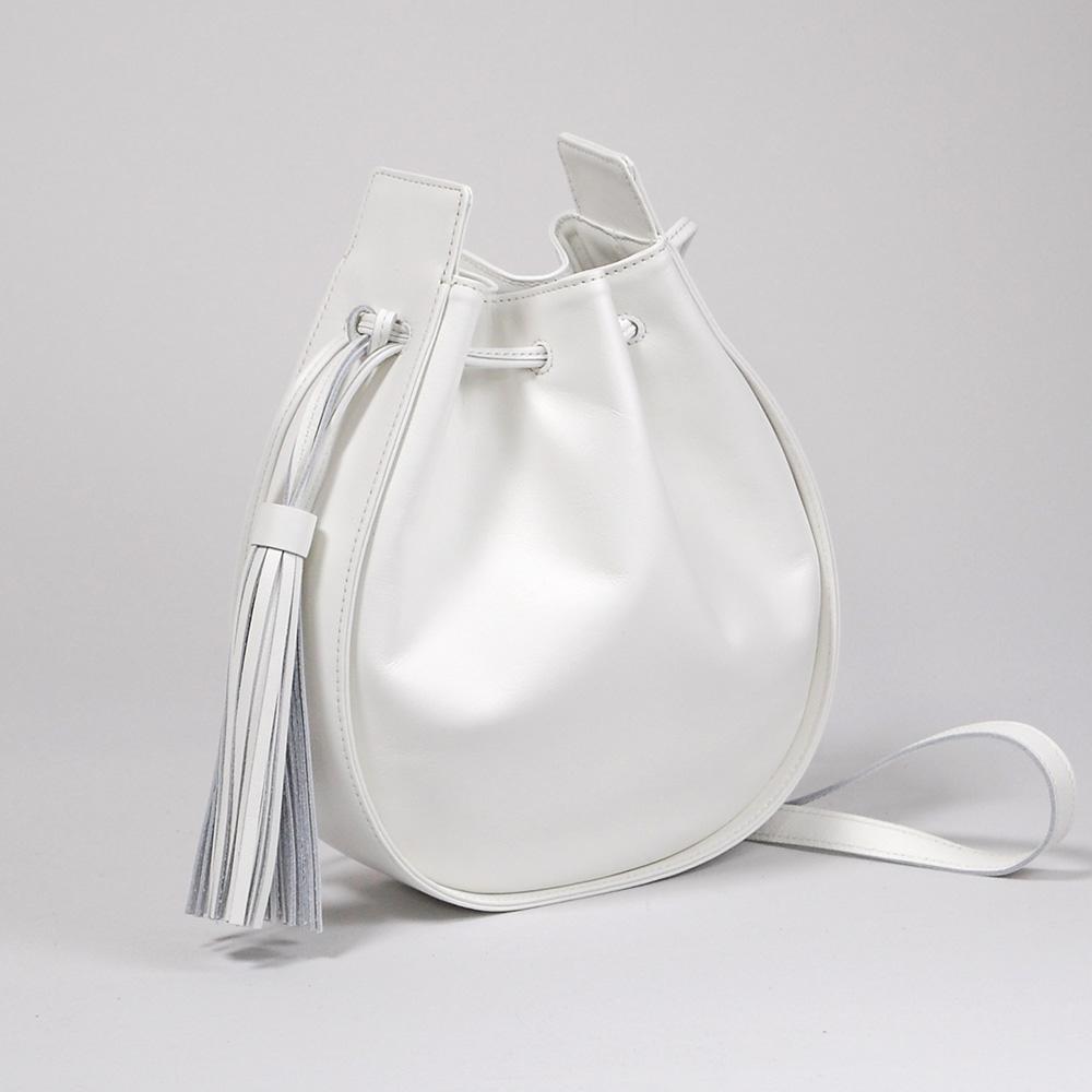 【送料無料】 LoveHands 2wayドレープポシェット/ホワイト 本革 肩掛け&斜め掛けショルダーバッグ 巾着 日本製 レザー 防水 はっ水 可愛い 白 アイボリー 【LH-3314-White】