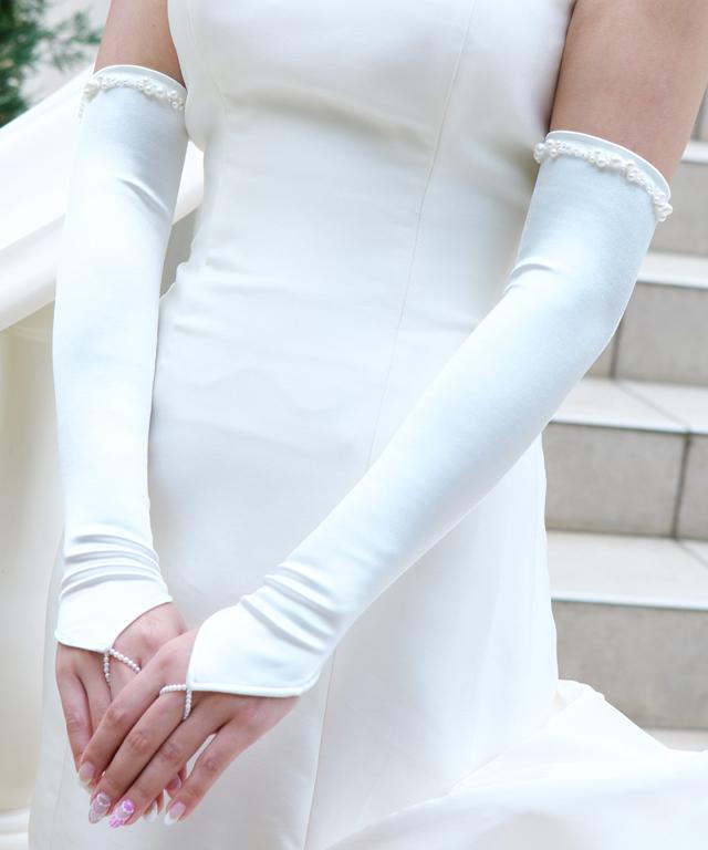 グローブの裾にパールとビーズ スパンコールの刺繍を施した上品なデザイン シンプルなフィンガーレスグローブにアクセントがあることでぐっとラグジュアリーに 日本製 シェイプサテンフィンガーレスグローブ シンフォニー 大幅値下げランキング 肘上 グローブ 手袋 ウェディンググローブ 新品未使用正規品 ウエディンググローブ サテン フィンガーレス 指なし 結婚式 ウェディング ロング オフホワイト 高品質 ビーズ 細見え ブライダル 国産 パール 花嫁 ウエディング
