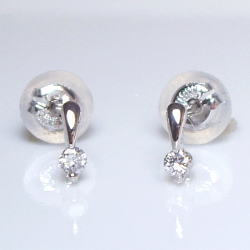 K18一粒 ダイヤモンドピアス0.06ct『SIクラス』―眩いばかりの輝きを放つ高品質な天然ダイヤモンド―【送料無料】【18金】【18k】【ゴールド】【楽ギフ_メッセ】【0824カード分割】