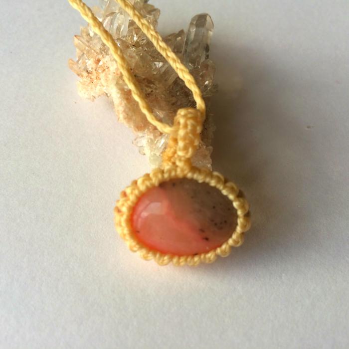 ピンクオパールペンダント マクラメ ネックレス 天然石 パワーストーン アクセサリー ピンク
