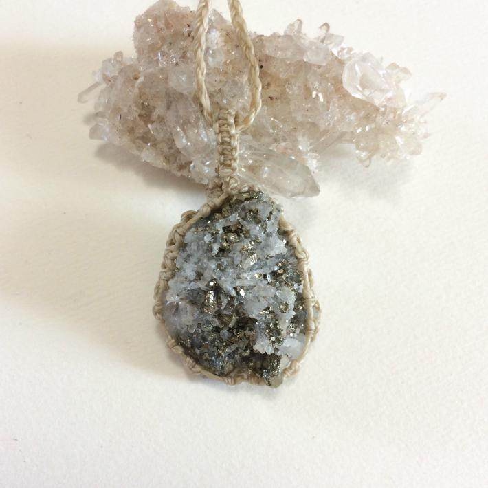 パイライト 原石 ペンダント 天然石 鉱物アクセサリー  銀色 シルバー