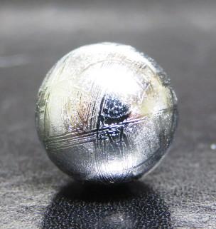 高品質丸玉 ギベオン隕石 16mm玉 丸玉 1個売り (穴無) 水晶蓮花の台付