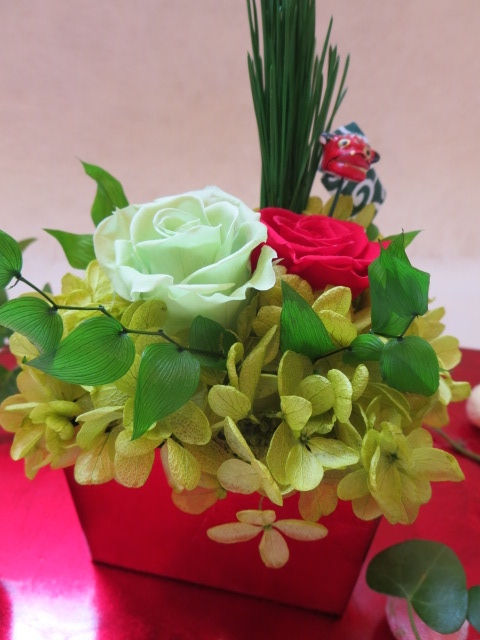 赤い升に和風アレンジ 品質保証 大人気! お正月の飾りおすすめ プリザーブドフラワー 和風アレンジ お正月 ギフト お祝い お誕生日 結婚祝い 母の日 手みやげ