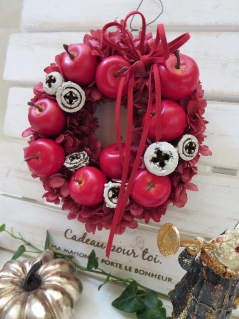 林檎とオリープの実のミニサイズリース ブランド激安セール会場 小さめサイズ感が可愛いリース プリザーブドフラワー 赤いリース リンゴのリース ギフト お祝い お誕生日 クリスマスリース 母の日 お礼 出産祝い 大放出セール 結婚祝い