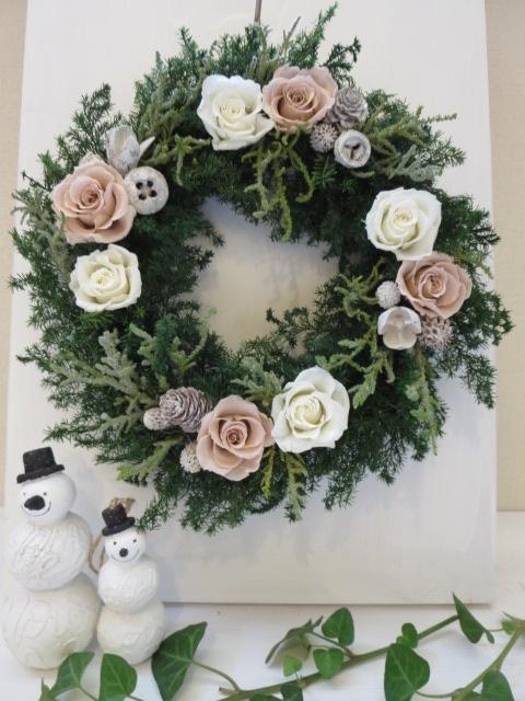 白とベージュのクリーミークリスマスリース お家時間にクリスマスリースを飾ろう プリザーブドフラワー 激安通販販売 ブランド買うならブランドオフ フラワーリース クリスマスリース ギフト お祝い ベージュ お誕生日 結婚祝い 白 母の日 バラ