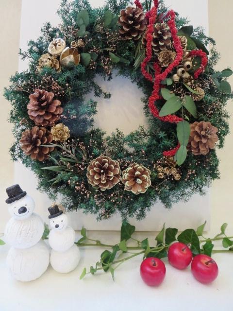 ヒムロ杉とゴールドの木の実に 赤いアマランサスがアクセントのリースお家クリスマスにリースを飾ろう プリザーブドフラワー クリスマスリース ヒムロ杉リース 新作からSALEアイテム等お得な商品 満載 木の実のリース ギフト 結婚祝い 母の日 ラッピング無料 お祝い プレゼント お誕生日