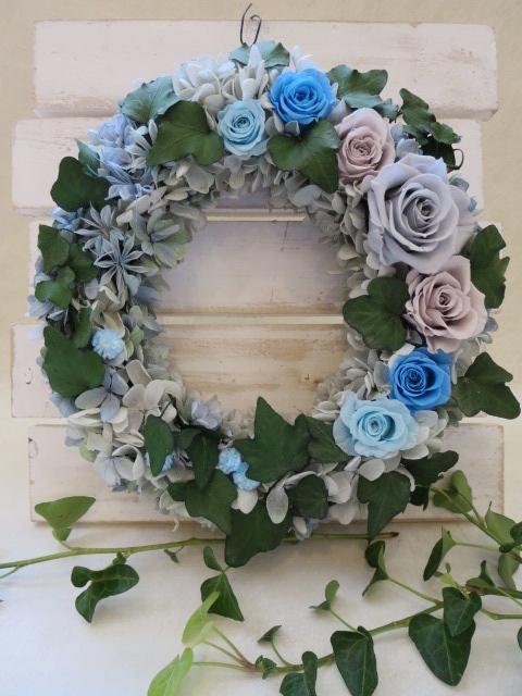 アイビーと青いバラのリース 商店 お家時間の贈り物にリース 受注生産品 プリザーブドフラワー フラワーリース お誕生日 お祝い 母の日 結婚祝い