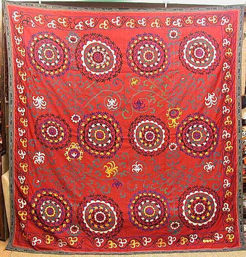 大判の迫力!鮮やかな赤に手刺繍が映えるウズベキスタン スザニPowerful big sizeBeautiful hand made embroidery in the vivid red clothUzbekistan SUZANI【smtb-f】