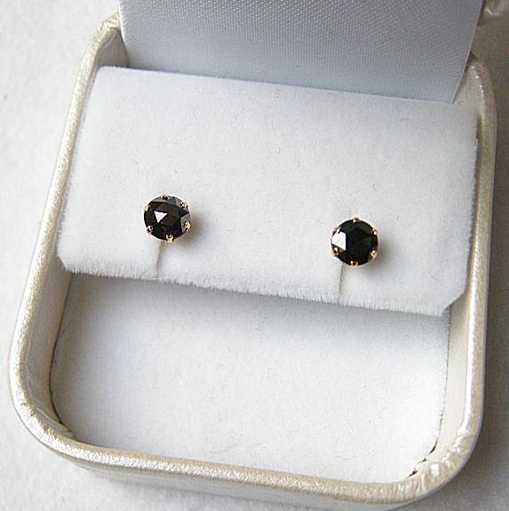 ブラックダイヤモンド ローズカット1.00ct K18ピアス