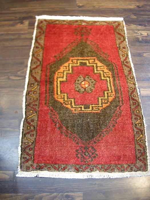 トルコ絨毯 玄関マット コンヤ産 オールド 室内 カーペット ラグ マット 手織り 年月を経て作り出された美しい赤