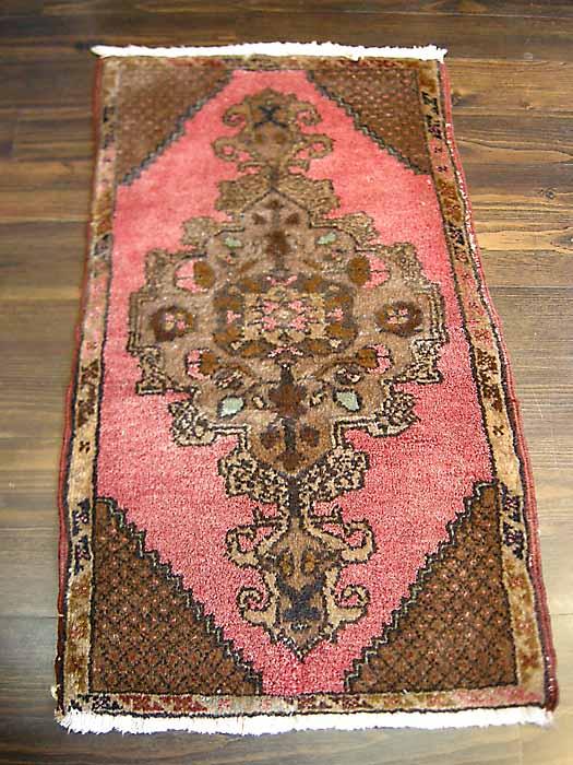 トルコ絨毯 玄関マット コンヤ産 オールド 室内 カーペット ラグ マット 手織り ピンクとブラウンの愛らしい色使い
