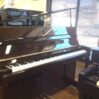 YAMAHA ヤマハ L102【ピアノ】【アップライトピアノ】【名古屋のピアノ専門店】】屋根斜め開閉式 猫脚【人気モデル】