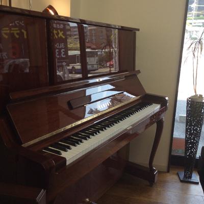 YAMAHA ヤマハ W106【ピアノ】【アップライトピアノ】【名古屋のピアノ専門店】】鮮やかな木目艶出し、優雅な猫脚モデル【人気モデル】