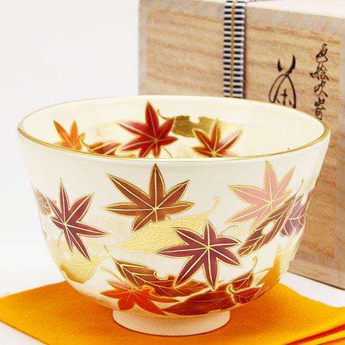 紅葉した色とりどりの各種の葉を色絵にした美しい抹茶茶碗です 抹茶碗 日本正規代理店品 流行 色絵 吹寄 秋物 相模竜泉作 茶道具