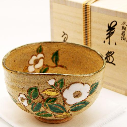 飴色楕円口に愛らしい白い椿の花が描かれた灰柚の抹茶茶椀です 着後レビューで 送料無料 抹茶碗 椿絵 茶道具 中村良二作 冬物 完全送料無料