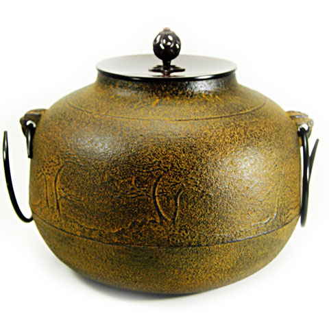 茶の湯釜の基本的な形で羽を打ち落とした釜です 風炉釜 真形 迅速な対応で商品をお届け致します 浜松地紋 茶道具 羽落 再入荷 予約販売