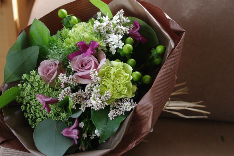 花束 ローズ ばら 薔薇 記念日 結婚祝い 贈り物 お祝い即日発送 店長おまかせ旬の花束 開店祝い 国内在庫 プレゼント 誕生日 並行輸入品 結婚記念日 ギフト 出産祝い フラワー