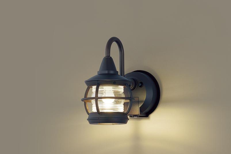 【最安値挑戦中!最大34倍】パナソニック LGWC85217K ポーチライト 壁直付型 LED(電球色) 密閉型 防雨型・FreePaお出迎え・明るさセンサ付・点灯省エネ型 [∀∽]