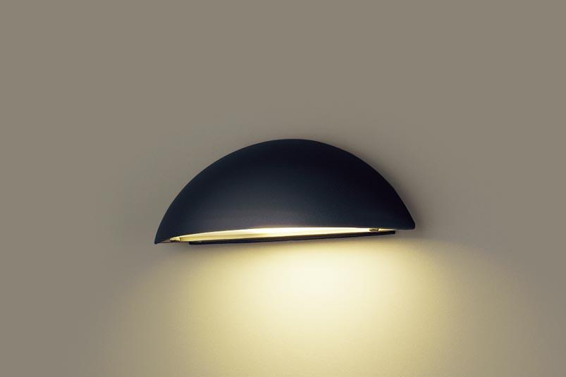 【最安値挑戦中!最大24倍】パナソニック LGWJ85101BZ 表札灯 壁直付型 LED(電球色) 防雨型 明るさセンサ付 パネル付型 オフブラック [∽]