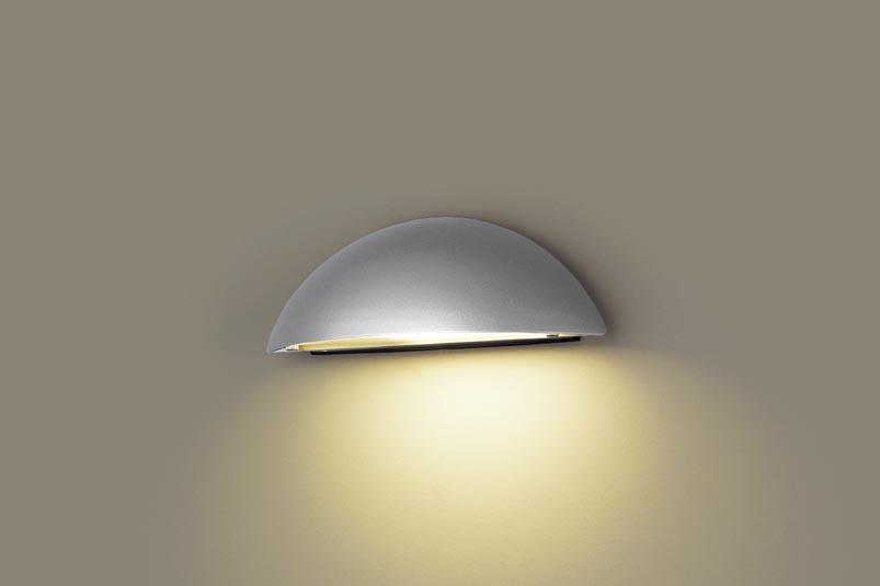 【最安値挑戦中!最大24倍】パナソニック LGWJ85101SU 表札灯 壁直付型 LED(電球色) 防雨型 明るさセンサ付 パネル付型 シルバーメタリック [∽]