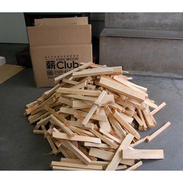 スギ焚付薪S 6kg 箱入 鳥取県のスギ材(製材端材)を長さ約20cmカットし、自然乾燥させた焚付材です。薪ストーブや暖炉の着火材としておすすめです。また、アウトドアで焚火台などにも使えます。