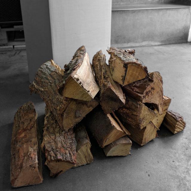 奥伊勢の広葉樹乾燥薪35cm大中割 400kg(20kg×20箱) 箱入(三重A)宅配便 自然豊かな奥伊勢の薪 10ヶ月以上自然乾燥 ナラ、クヌギ、アラカシ、ヤマザクラの混合 蒔 まき