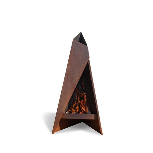 Tipi ティピ120 自宅や別荘の庭先で楽しむファイヤープレイス。錆びた鉄の味わいを楽しめ、艶やかな炎を演出します