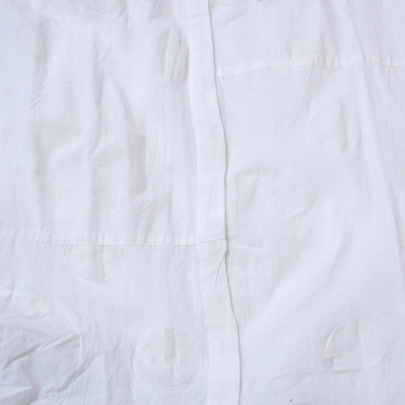 Cエンボスドットシャツブラウス/【エスニックファッション】/【送料無料】/シャツブラウス/シャツ/羽織り/ロング/ドット/モノトーン/クール/アシンメトリー/モード/秋物/レディース/レディースファッション