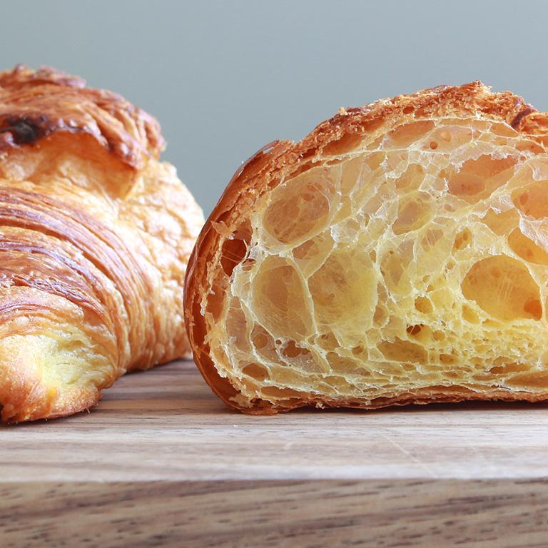 バタークロワッサン 冷凍生地 欧州産発酵バター使用 60g×10 _