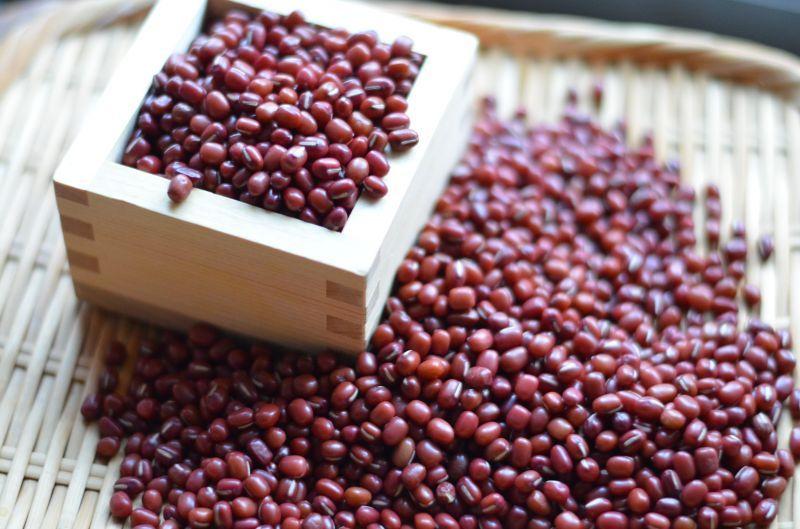 驚きの値段 無農薬小豆 むらさきわせ 北海道十勝で採れた無農薬栽培小豆は 甘味 香り 味が最高の豆 オーガニック 送料無料 超激安 ゆうパケット 300g デイリーランキング1位獲得 小豆ごはん ぜんざいに最適 酵素玄米 有機小豆を袋詰めしました 化学肥料不使用 発酵あずき 北海道産 美味しい小豆 農薬