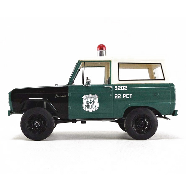 【ミニカー】【フォード】1967 ブロンコ 警察車両 1:18 スケール 限定版【FORD BRONCO GREENLIGHT ポリス おもちゃ 車 カー】