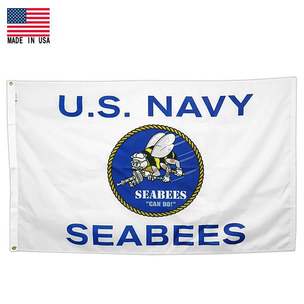 【フラッグ】US NAVY SEABEES US ネイビー シービーズ アメリカ海軍 建設工兵隊 ロゴ フラッグ ホワイト×ブルー 屋内・屋外用 93cm×158cm UV加工 米国製【flag 米軍 ミリタリー サバゲー ガレージ インテリア ショップ 旗 バナー 】
