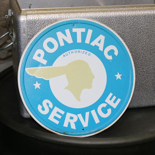 (アメリカ直輸入)【ビンテージ】ポンティアック「Pontiac service」ティンサイン 丸型【インテリア 壁掛け サインプレート ブリキ看板】