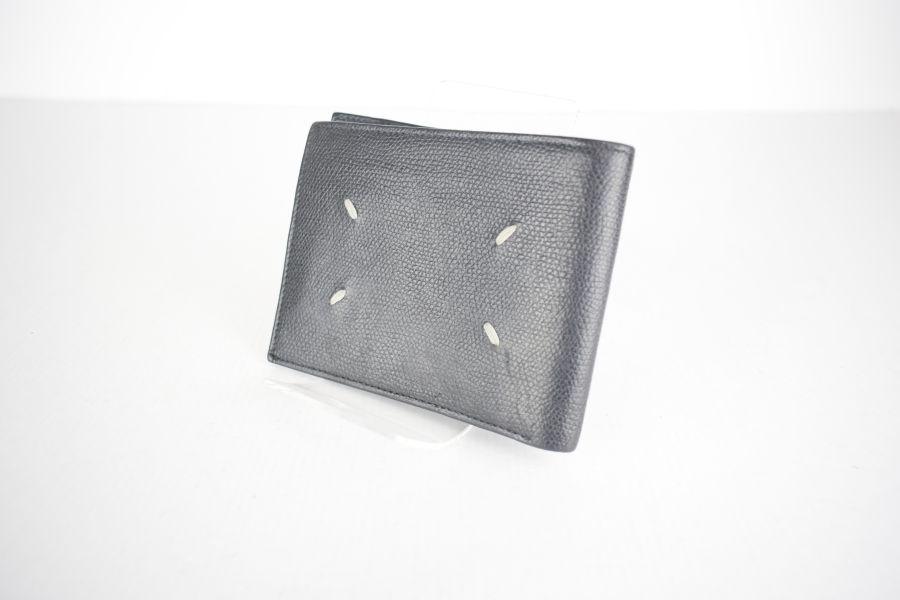 【中古】【メンズ レディース】Maison Margiela メゾンマルジェラ グレインレザー二つ折り財布 財布 カラー:BLACK 万代Net店