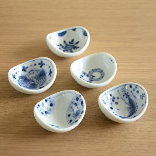 おしゃれな和柄の箸置きです 小さな薬味や塩を乗せても 40%OFFの激安セール 藍凛堂 まめ鉢 箸置き はし置き はしおき カトラリーレスト かわいい おしゃれ 好評 染付 薬味皿 藍色 豆鉢 豆皿 漬物皿 和モダン 陶磁器 陶器