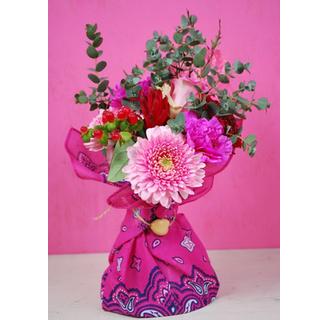 カリフォルニアスタイル花束バンダナ 季節の花たちが楽しそうに話しかけそうなスタンディングです 送料無料 カリフォルニアスタイル花束 アウトレットセール 特集 水かえ不要 花瓶いらず花束 そのままブーケ AL完売しました。 あす楽13時まで