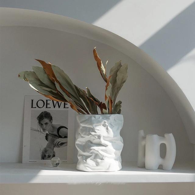 新生活やギフトにどうですか? 返品送料無料 評価 しわの寄った紙のような花瓶 バッグ花のある暮らし海外インテリアセラミック花瓶フラワーベース