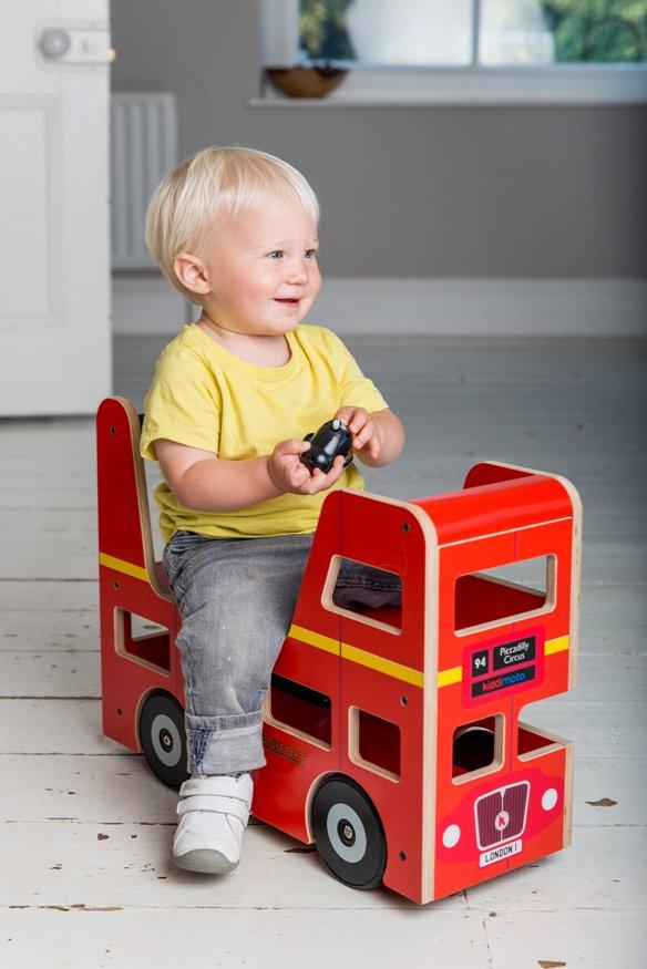 【UK発】【送料無料】木製 手押し車 クリスマス 赤ちゃん イギリス直輸入 ライド 木のおもちゃ 知育 誕生日 プレゼント キディモト ロンドンバス