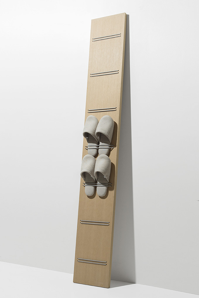 スリッパラック 木製 ゴムバンドタイプ(スリッパ立て スリッパたて スリッパ収納 薄型 省スペース スリム 玄関収納 見せる収納 おしゃれ デザイン インテリア 壁掛け 壁 壁面)SR-03 /マルゲリータ