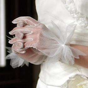 ウエディンググローブ ウェディンググローブ グローブ ショート ウエディング 割引も実施中 ウェディング 結婚式 ブライダル 2次会 ウェディングドレス ウエディングドレス ショートグローブ オーガンジー あす楽 G39 送料無料 小物 オフホワイト ホワイト アイボリー 3色 花嫁 チュールリボン 男女兼用