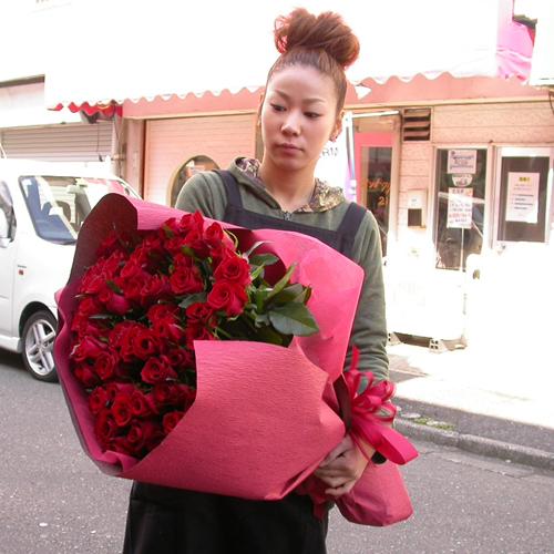 赤いバラの花束 50本 生花 バラの花束 赤いバラ 送料無料 予約 誕生日祝い 結婚祝い 開店祝い 発表会 父の日 女性に人気
