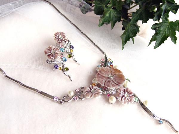 披露宴フォーマルネックレス&ピアスセットフェミニンパール蝶貝フラワー紫